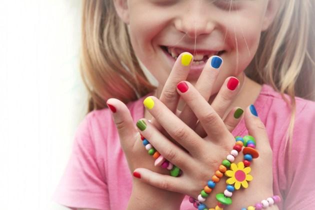 Crianças podem usar esmalte?