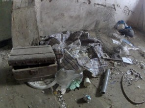 Restos de ropa del ahorcado y otros retos en el suelo de la casa