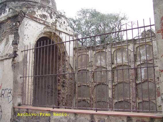 Los restos del cementerio, en la actualidad los nichos están tapiados