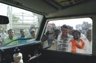 Curiosos o rodeando na Índia