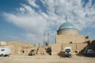 Posando ao lado de mesquitas no Irã