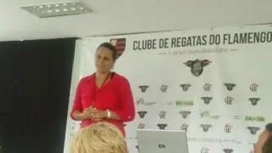 Luiza em palestra para blogueiros e mídia independente na Gávea (Foto: MRN)