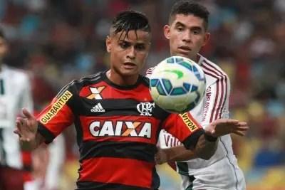Na estreia de Cristovão, Flamengo perde clássico com péssima arbitragem