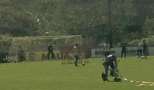 Gerrero já treinando cobranças de penalidades máximas. Gramado do Campo 1 em perfeitas condições | Foto Rafael Lisboa/MRN