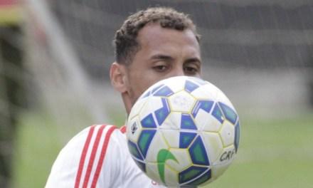 """Comendo a bola! Allan Patrick ganha confiança e festeja: """"É o melhor do Brasil"""""""