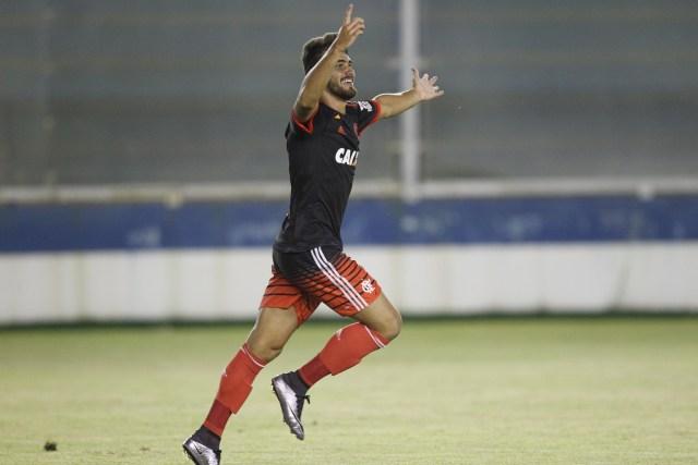 Vizeu comemora o gol, que garantiu a vitória do Flamengo sobre a Cabofriense / Foto: Gilvan de Souza