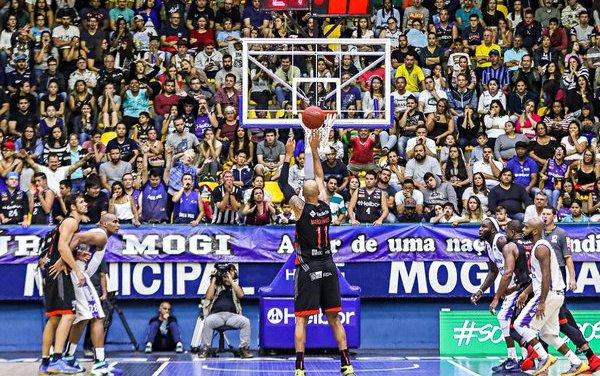 Flamengo joga mal e perde a primeira partida da semifinal