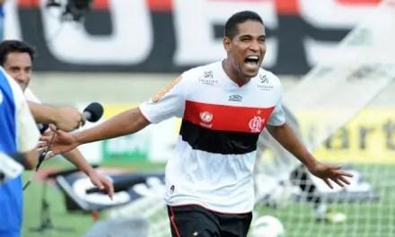 Flamengo homenageia ex-rubro-negros mortos em tragédia
