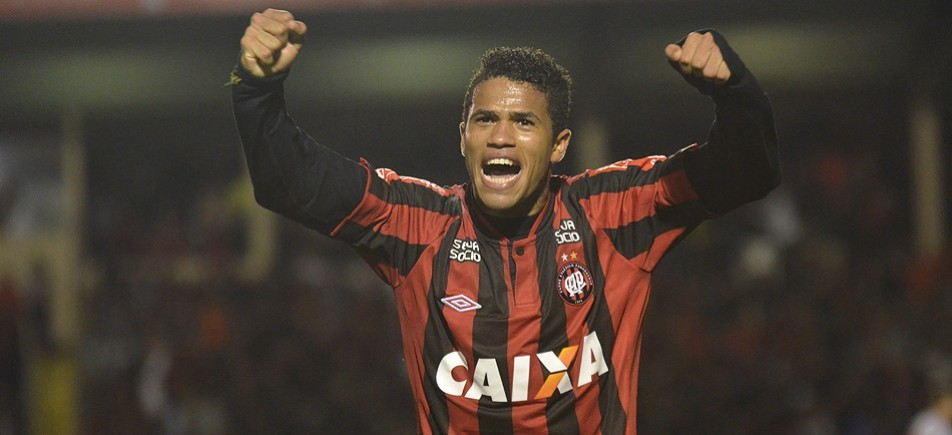 Flamengo reencontra lateral Léo, promessa que virou prejuízo