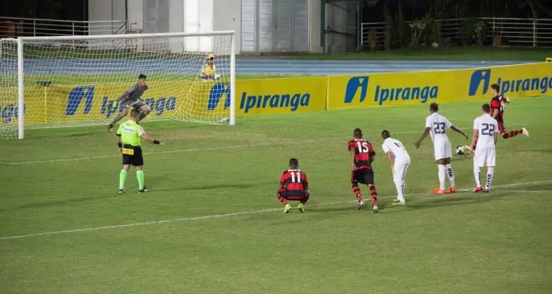 Flamengo goleia o Santos e avança às quartas da Copa RS