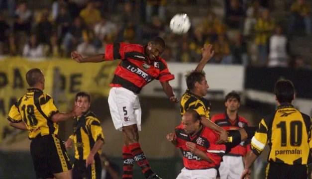 Flamengo leva vantagem no confronto contra o Peñarol