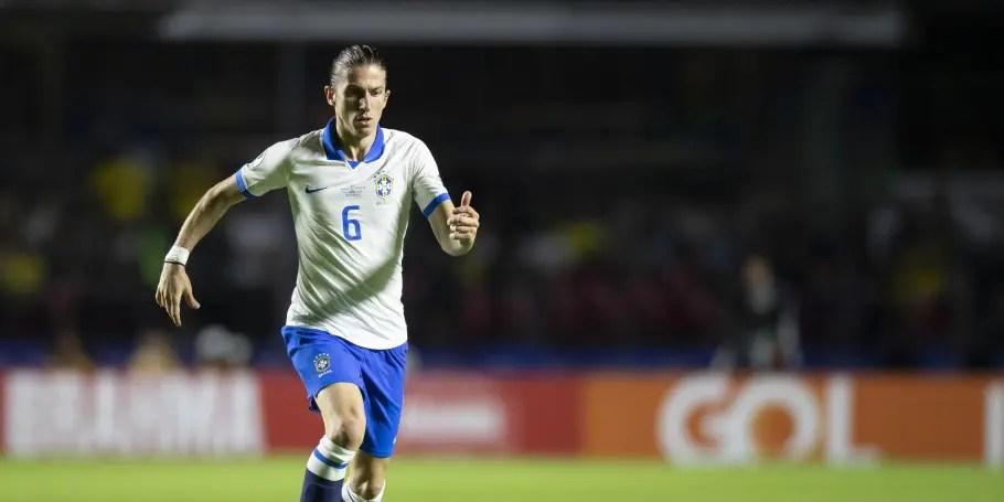 Barça negocia com outro lateral e caminho pode ficar livre para Filipe Luís no Fla
