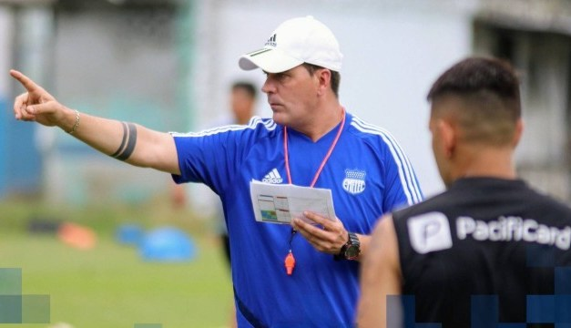 """""""Não vamos nos esconder no Brasil"""", garante técnico do Emelec"""