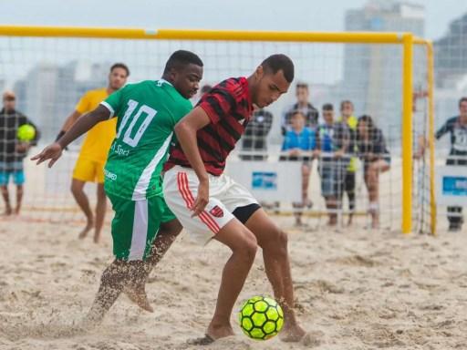 Flamengo sai atrás, mas vira e começa Copa do Brasil com vitória