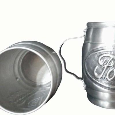 Chopera de aluminio cincelada a mano con figura de Ford