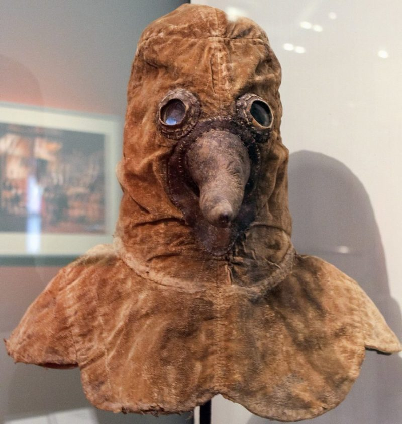 Máscara da Peste Negra exposta em um Museu