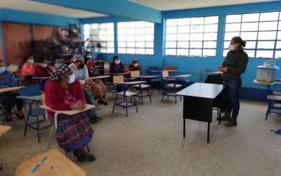 Fortaleciendo a las mujeres de San Antonio Sacatepéquez en temas sobre cambio climático y equidad de género.