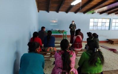 Líderes de la comunidad de Aldea Santo Domingo Participan en el taller sobre higiene, saneamiento y manejo sostenible de los recursos hídricos.