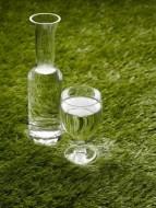 Alkalisches Wasser zu trinken ist vorteilhaft für die Gesundheit