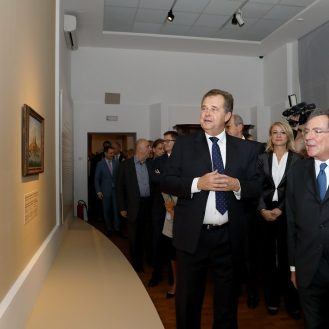 razgled Izložbe Vedute Venecije; Miroslav Gašparović i Gian Maria Gros-Pietro u pratnji brojnih uzvanika