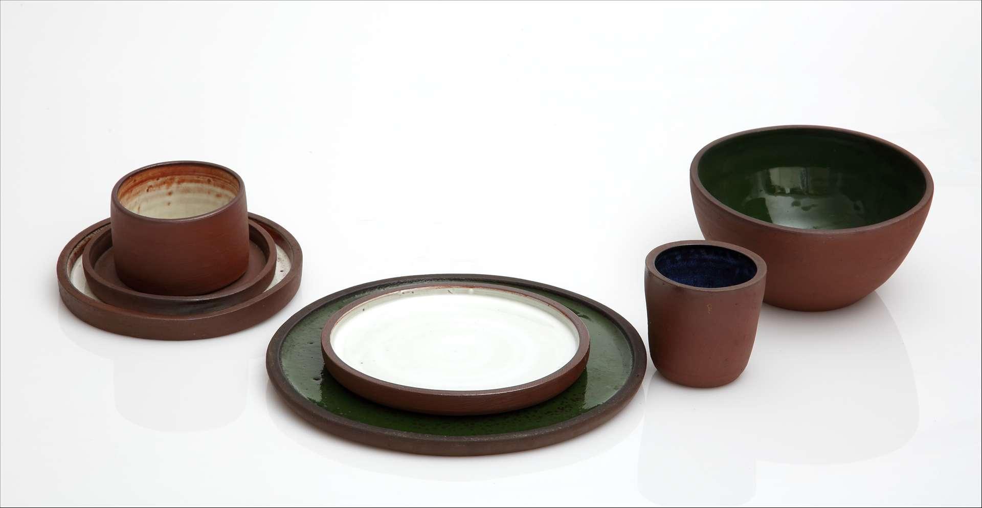 'Zajedničko sudjelovanje na važnim izložbama u inozemstvu i u zemlji zbližit će keramičare i arhitekte, dodatno motivirati slikare i kipare za eksperimente u mediju keramike te pozicionirati keramičare na dinamičnoj likovnoj sceni 1960-ih.' (Autorska keramika šezdedetih, dr. sc. Marina Bagarić)