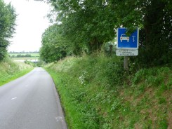 A sign warning French road users that cyclists are likely to be present on this route