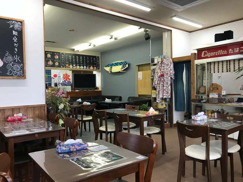 沖縄cafe果報の店内