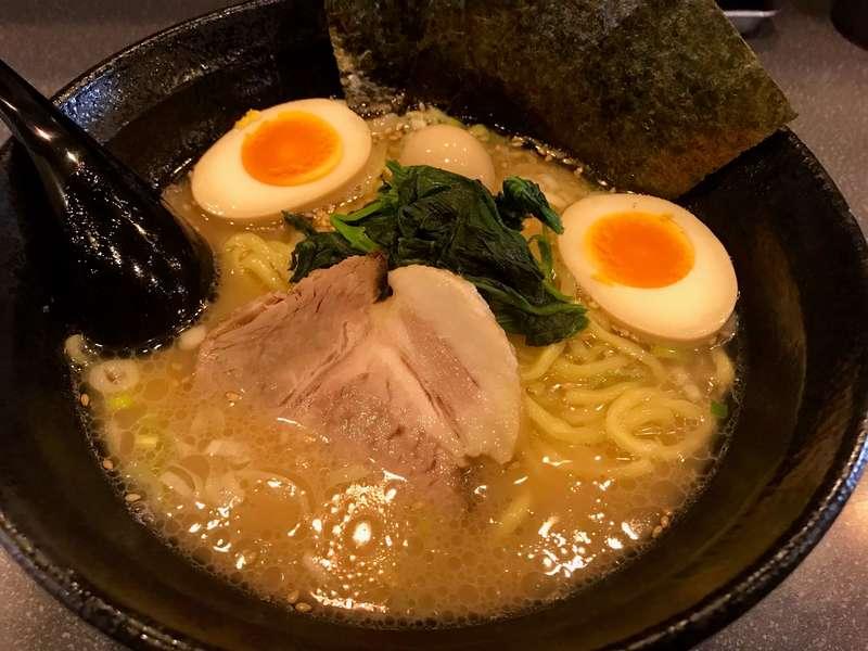 横浜家系ラーメンあい麺やのラーメン