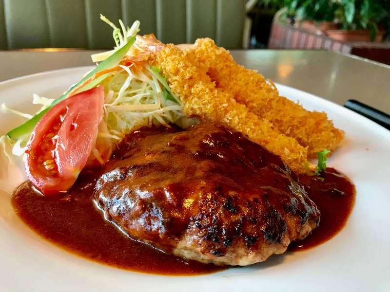 けやき北島店のハンバーグ&エビフライ定食