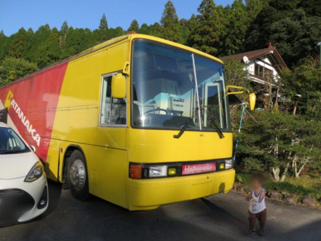 川音の郷キャンプ場黄色のバス