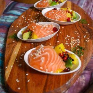 Salma laks sashimi med avokado og mango