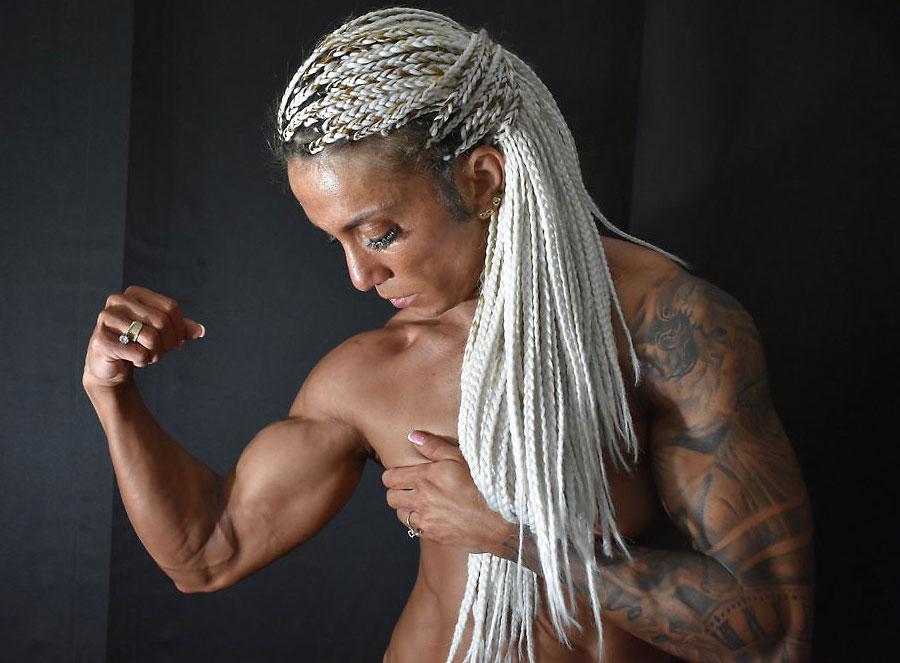 vein-popping muscle girl deeafitt
