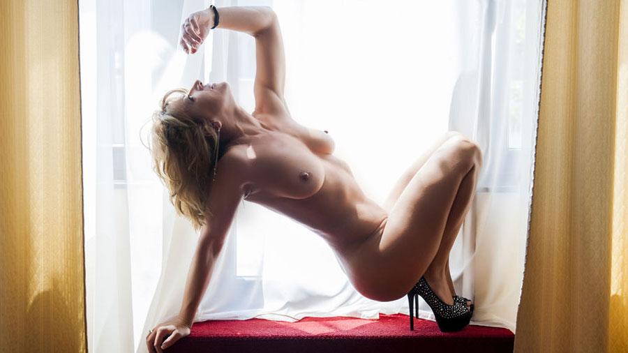 buff cam milf inesines1 nude posing