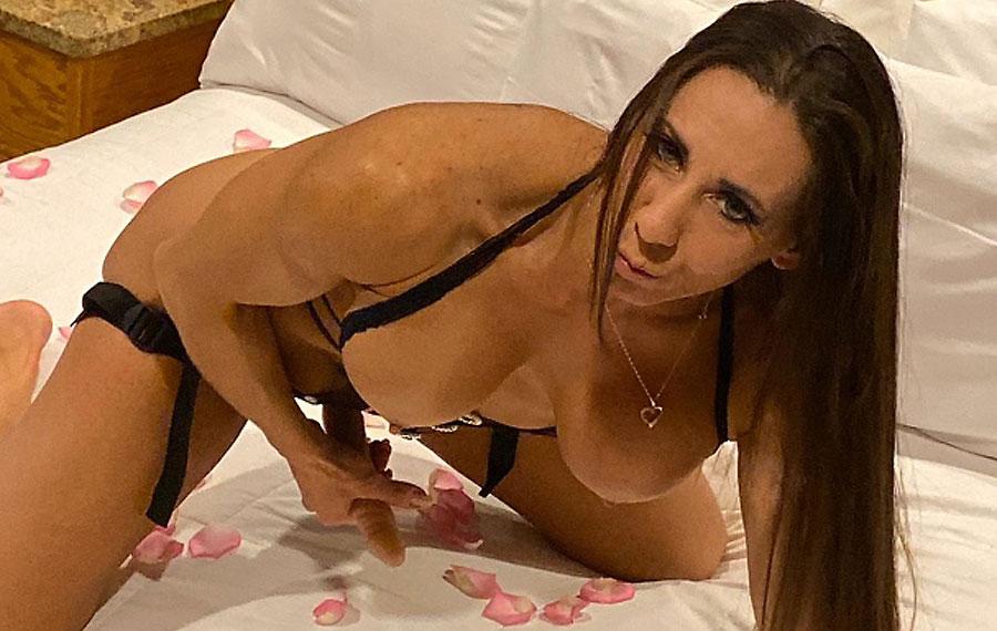 professional female bodybuilder larissa_reis nude