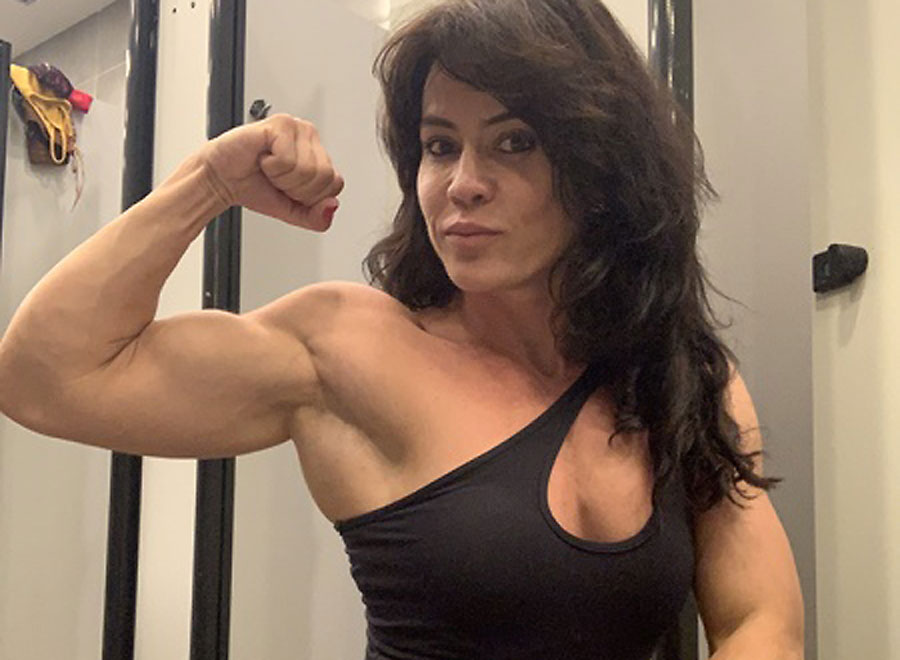 german muscle camgirl strong_n_tasty flexing