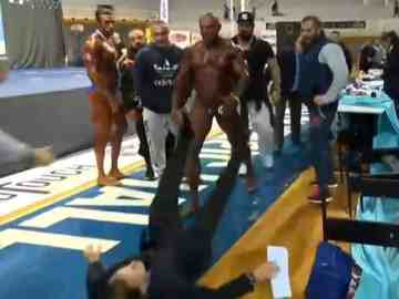 bodybuilder fight