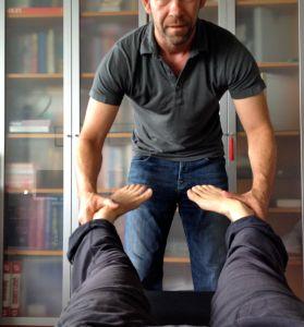 Applied Kinesiology leg turn in test