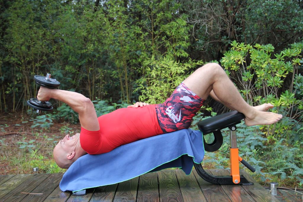 Extension triceps décliné unilatéral avec haltère
