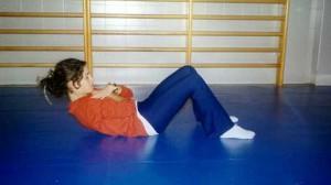 Hacer abdominales es bueno para muchas cosas, pero no para bajar la tripa