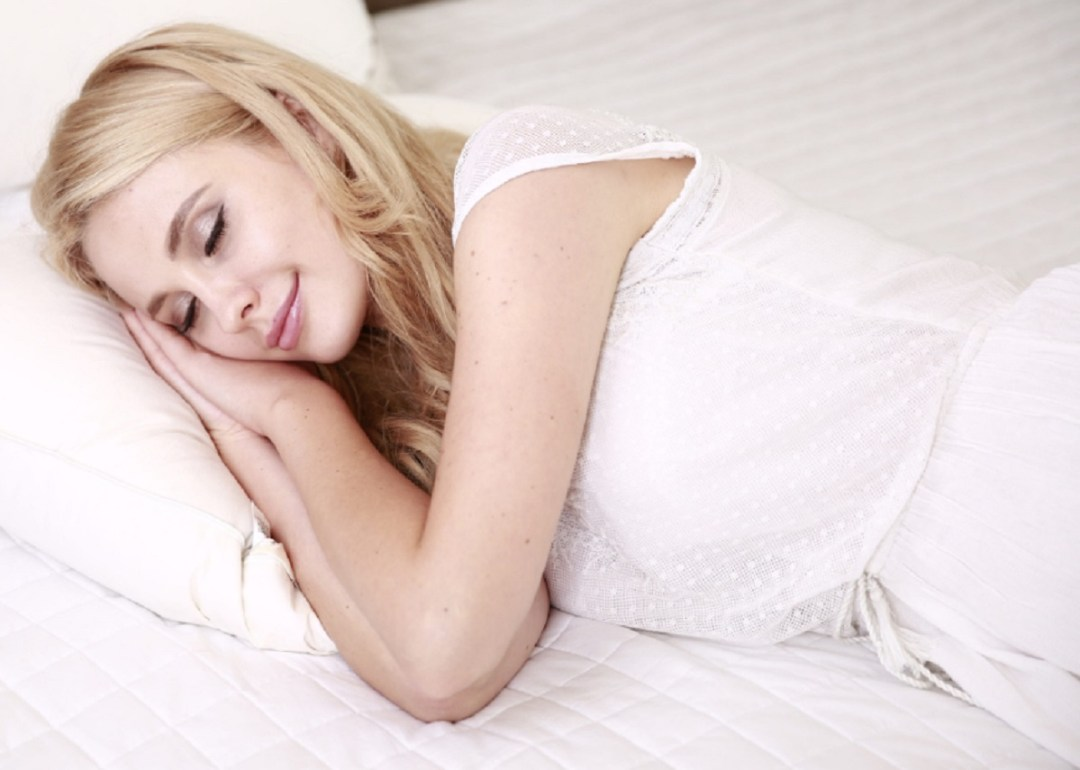 de qué lado es mejor dormir