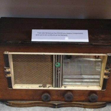Radio : Réception des messages codés de la Résistance ou pour la propagande franco-allemande (état français de Vichy)