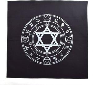 01-Mantel para tarot con horóscopos - Negro