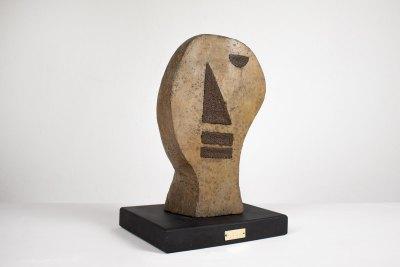"""""""Cabeza"""" Ca. 1950 : técnica mixta 31 x 18 x 12.5 cm"""