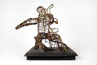 """""""Castor y Polux"""" s.f. : alambre de cobre, aluminio y acero 34 x 30 x 26 cm"""