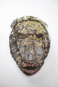"""""""Máscara primitiva abstracta"""" 1947 : malla de alambre de hierro y pasta 32 x 21 x 13 cm"""