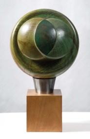 Brote | 1994 Talla sobre madera de parota 35 x 28 x 28 cm