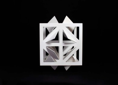 Cubo de las mariposas III | 2015 Acero al carbón y pintura tricapa blanco 30 x 46.5 x 46.5 cm
