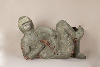 """""""Adolescente"""" : 2010 : talla en madera policromada : 70 x 100 x 50 cm"""