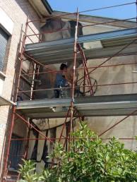 La street artist è arrivata a Cotignola e si è messa subito al lavoro in via Roma.