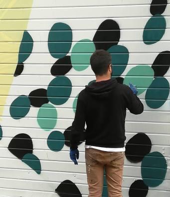 Tellas e Gola Hundun al lavoro sulle pareti dell'ex consorzio agrario (di fianco alle scuole elementari), 2018